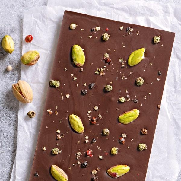 Tamna Čokolada sa Pistaćima i Biberom.
