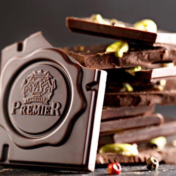 Izlomljena Tamna Čokolada sa Pistaćima i Biberom.