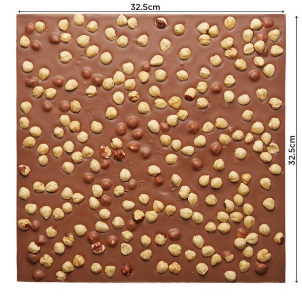 Lomljena mlečna čokolada sa celim lešnicima