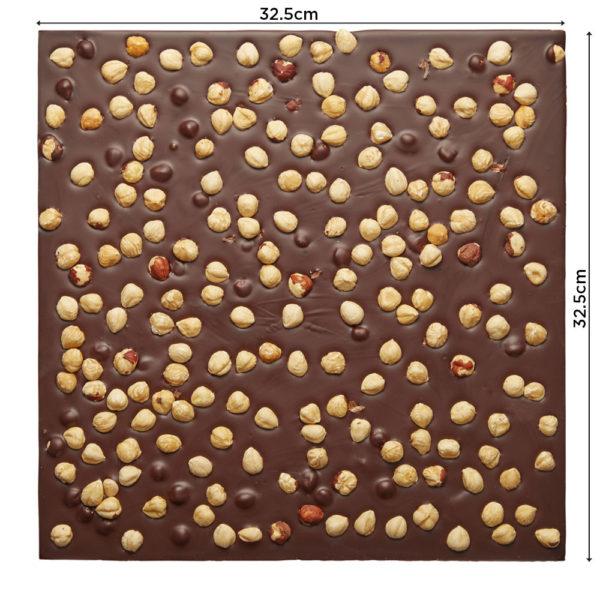 Lomljena tamna čokolada sa celim lešnicima