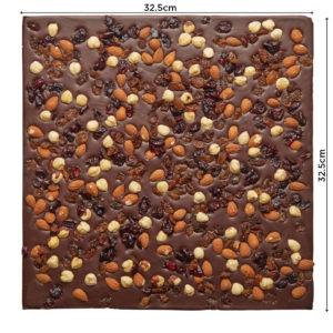 Lomljena tamna čokolada sa voćem