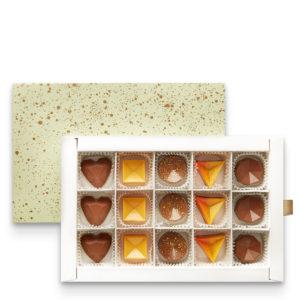Mešavina pralina u geometrijskom obliku sa ukusom čokolade, jagode i arome alkohola
