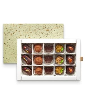 Mešavina posnih pralina sa šljivom, lešnikom, pistaćima i bademom