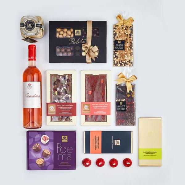 Paket Hedonist sa Kraljevskim Kremom, Avant Garde Čokolade, Bombonjerom, Pralinama i Flašom Roze Vina