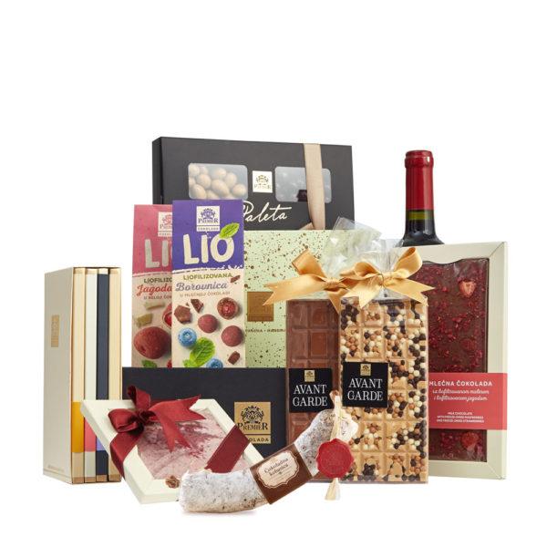 Paket Premium sa Čokoladnom Kobasicom, Avant Garde Čokolade, Bombonjerom, Pralinama i Flašom Crnog Vina