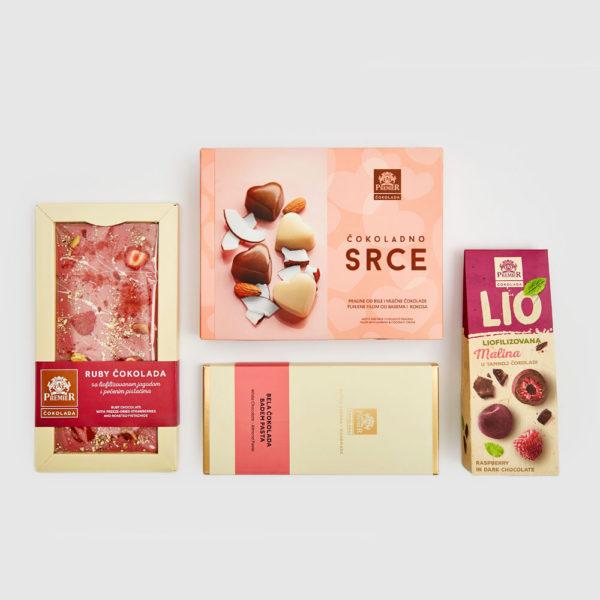 Paket sa pralinama, voćnim dražejima, belom čokoladom sa bademom i jagodom