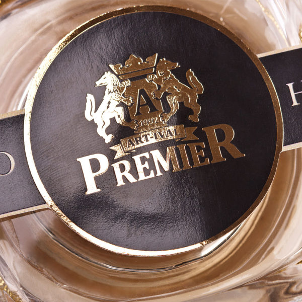 Etiketa sa logom brenda na kraljevskom kremu