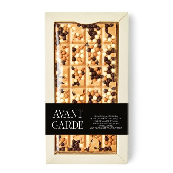 Avant Garde mlečna čokolada sa liofilizovanom malinom, pistaćima, narandžinom korom, crnim susamom i kakao zrnom