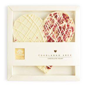 Dekorativno srce u beloj čokoladi sa liofilizovanom malinom i šećernom dekoracijom