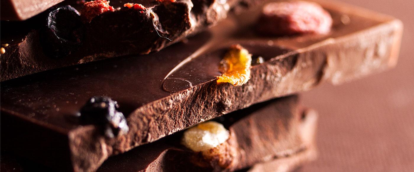 Tamna čokolada sa delovima jezgrastog voća