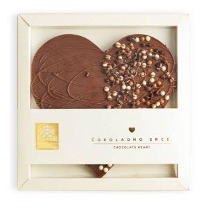 Dekorativno srce u mlečnoj čokoladi sa čokoladiranim kuglicama od žitarica i kakao zrnom