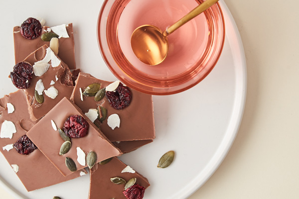 Mlečna Čokolada sa Liofilizovanim Voćem i Semenkama