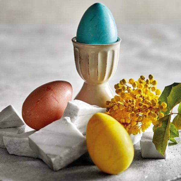 Čokoladna Jaja u Plavoj, Žutoj i Crvenoj Boji.
