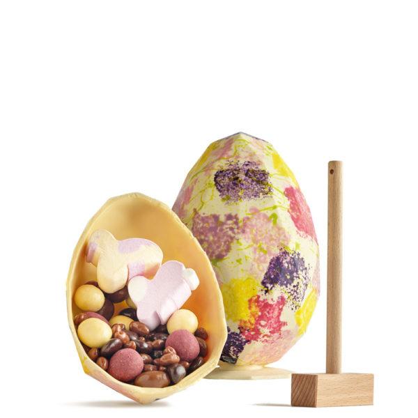 Uskršnje Belo Dijamant Jaje sa Čokoladnim Granulama i Dekoracijom.