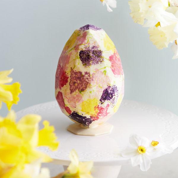 Uskršnje Čokoladno Belo Dijamant Jaje sa Dekoracijom.