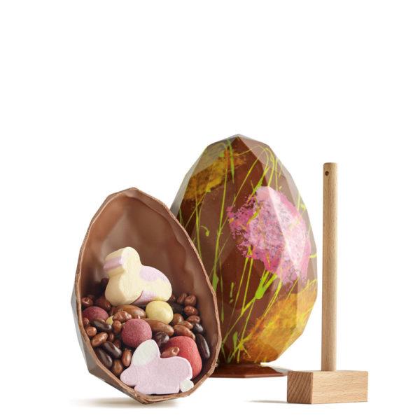 Uskršnje Mlečno Dijamant Jaje sa Čokoladnim Granulama i Dekoracijom.